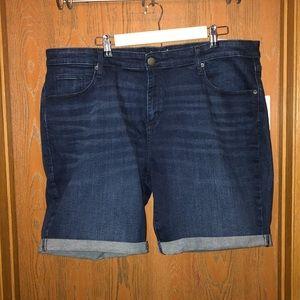 """NWT Universal Thread sz 22W 9"""" Bermuda Shorts!!!"""